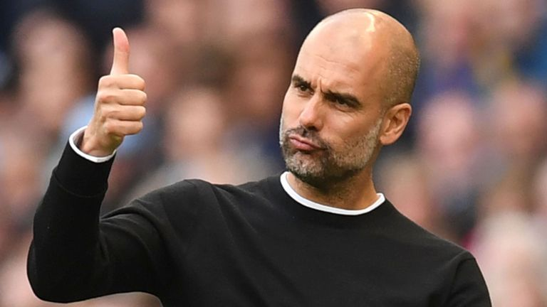 Man City boss Pep Guardiola gives a thumbs up to one of his players. (Getty Images)