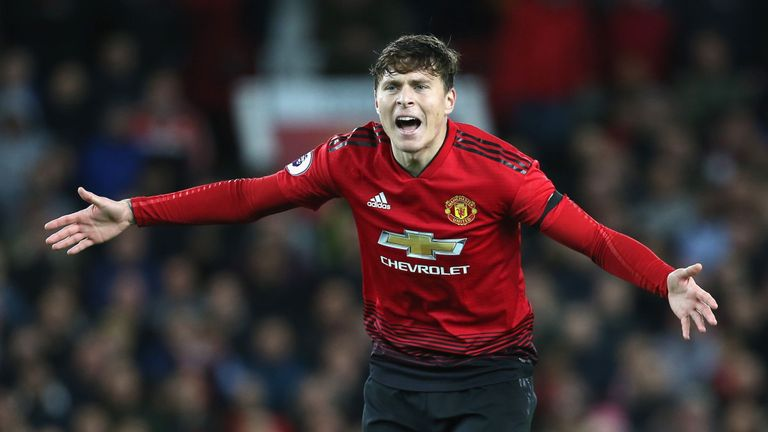 Manchester United defender Victor Lindelof annoyed with referee's decision. (Getty Images)