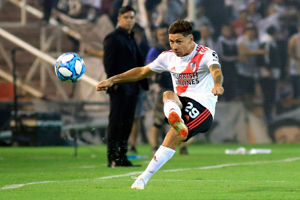 Gonzalo Montiel of River Plate kicks the ball during the final of Copa Argentina 2019 between Central Cordoba and River Plate at Estadio Malvinas Argentinas on December 13, 2019 in Mendoza, Argentina. (Getty Images)