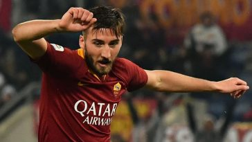AS Roma Italian midfielder Bryan Cristante reacts after he scored the 3-2 goal during the Italian Serie A football match AS Roma vs Genoa on December 16, 2018 at the Olympic stadium in Rome. (Getty Images)