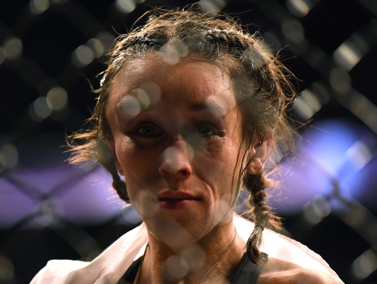 Weili Zhang fought Joanna Jedrzejczyk on her forehead and she picked up a huge injury