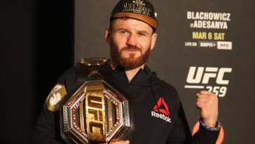 Jan Blachowicz with the UFC light heavyweight belt. (imago Images)